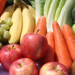 Apples, carrots, grapes, bananas, romaine lettuce, kiwi, broccoli, peppers
