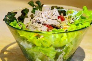 Salad with canned tuna